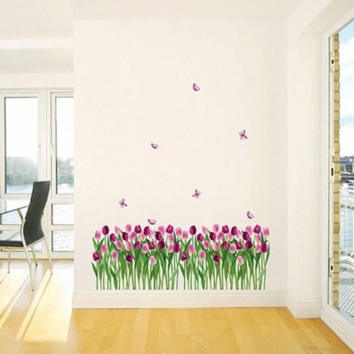 schöne-wandtattos-lila-tulpen-und-schmetterling