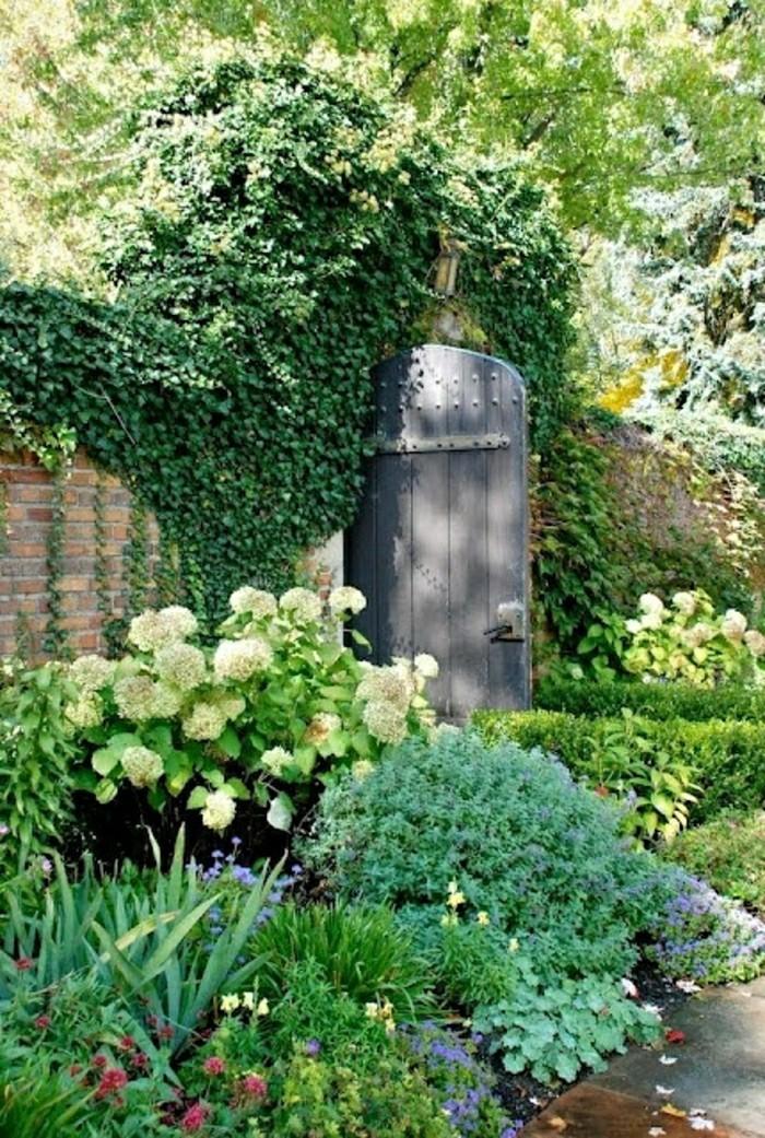 schöner-Garten-mit-bepflanzung