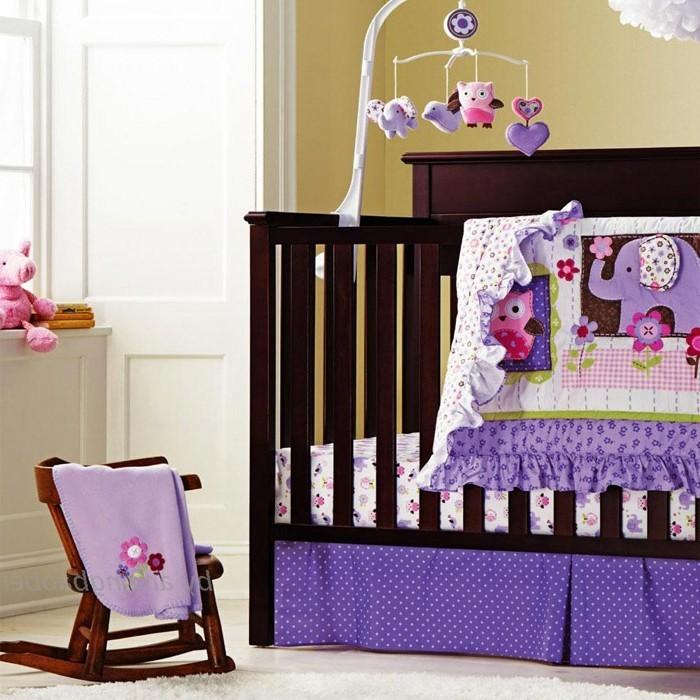 schönes-baby-kinderbett-mädchen-kreative-gestaltung-tolles-babyzimmer
