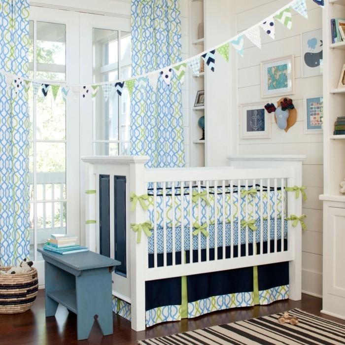 schönes-babybett-in-weiß-kreative-babyzimmer-gestaltung