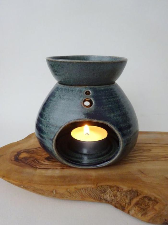 schönes-keramisches-Modell-Teelichthalter-in-dunkelgrau