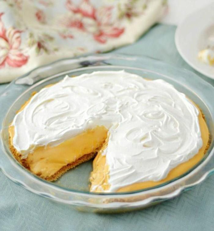 schnelle-torte-mit-gelber-Creme-und-Sahne