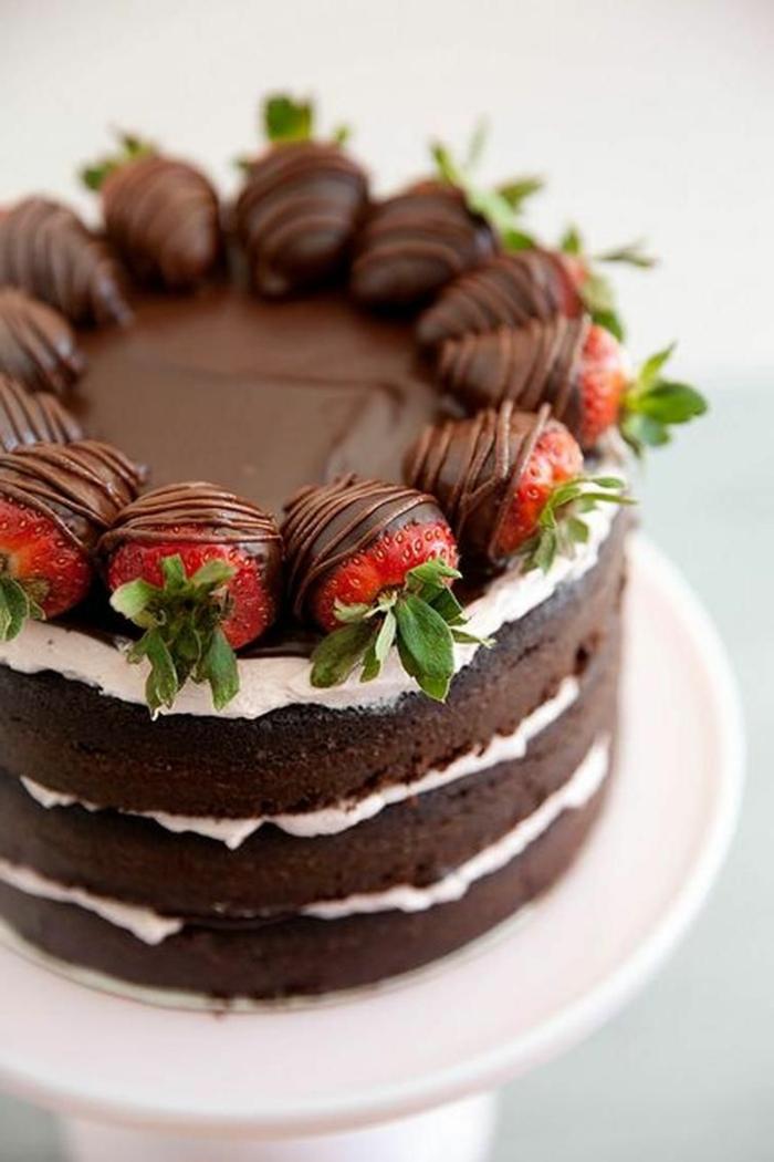 schokoladenkuchen mit erdbeeren und sahne geburtstagskuchen erwachsene torte zum geburtstag selber machen leckere rezepte