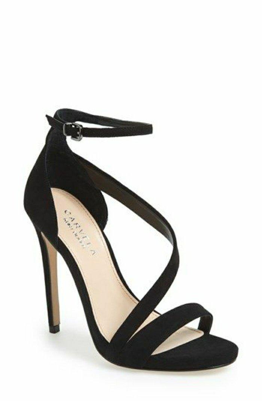 schwarze-Sandaletten-mit-Absatz-mit-originellem-Design