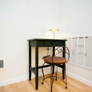 Kleiner Schreibtisch - kompakt und schön