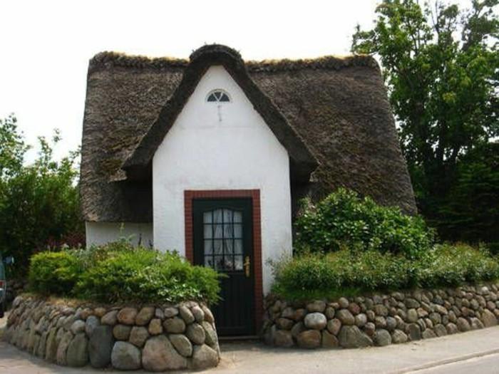 sehr-kleines-Ferienhaus-Sylt-mit-Reetdach