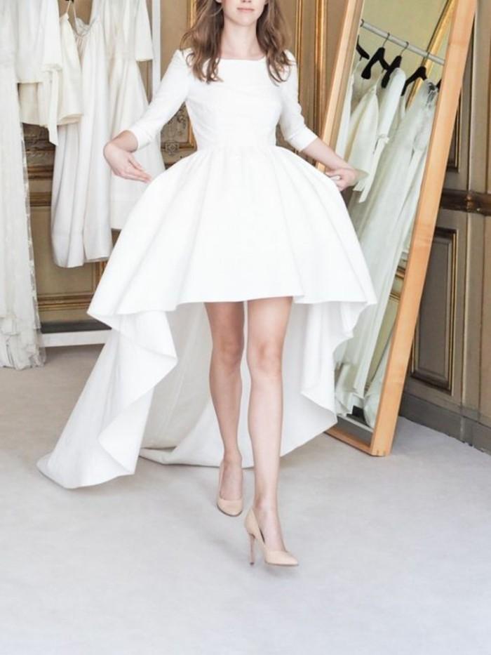 sehr-romantisches-modell-weißes-kleid-hohzeit-inspiration