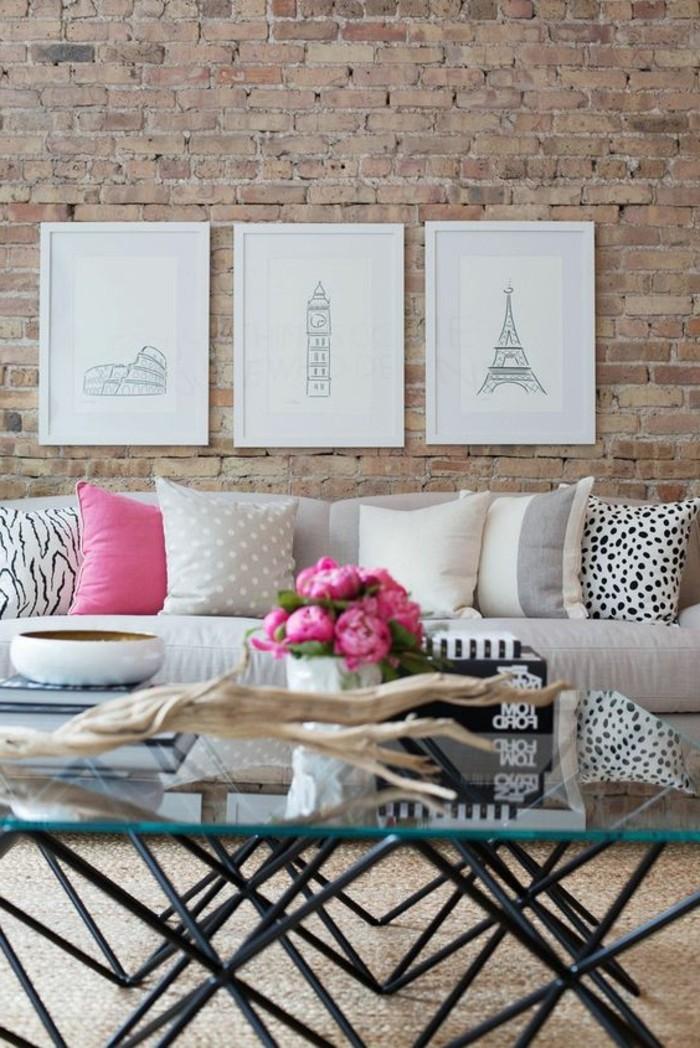 sehr-schöne-moderne-wohnzimmer-wandgestaltung-ziegelwand-und-weiße-bilder