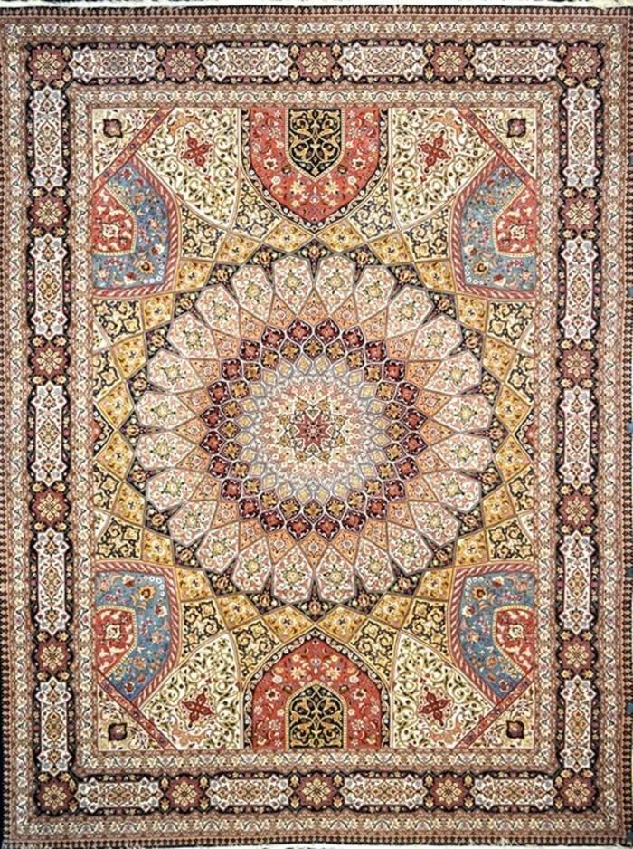 sehr-schöner-orientteppich-mit-einem-Kreis-in-der-Mitte