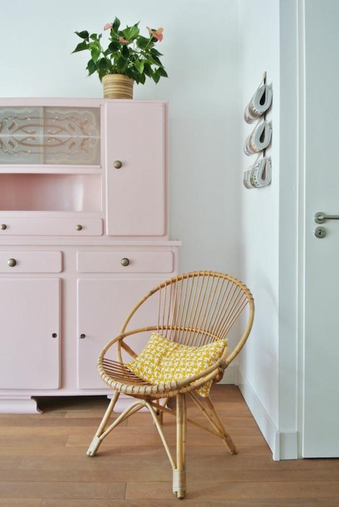 skandinavische-Wohnung-süße-rosa-Möbel-Rattanstuhl