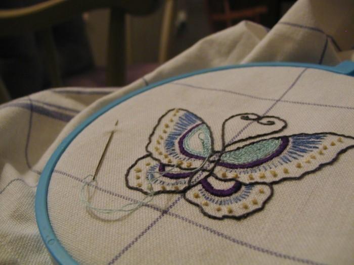 sticken-anleitung-mit-einem-blauen-Schmetterling