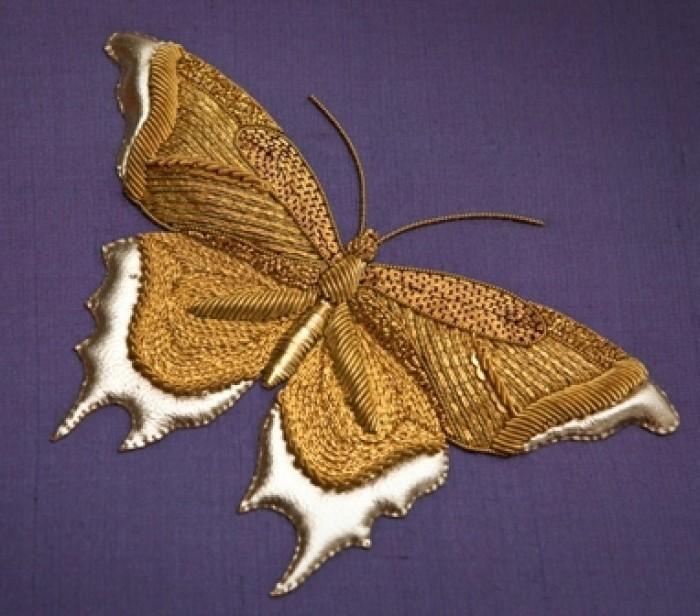 sticken-lernen-Schmetterling-mit-goldenem-faden