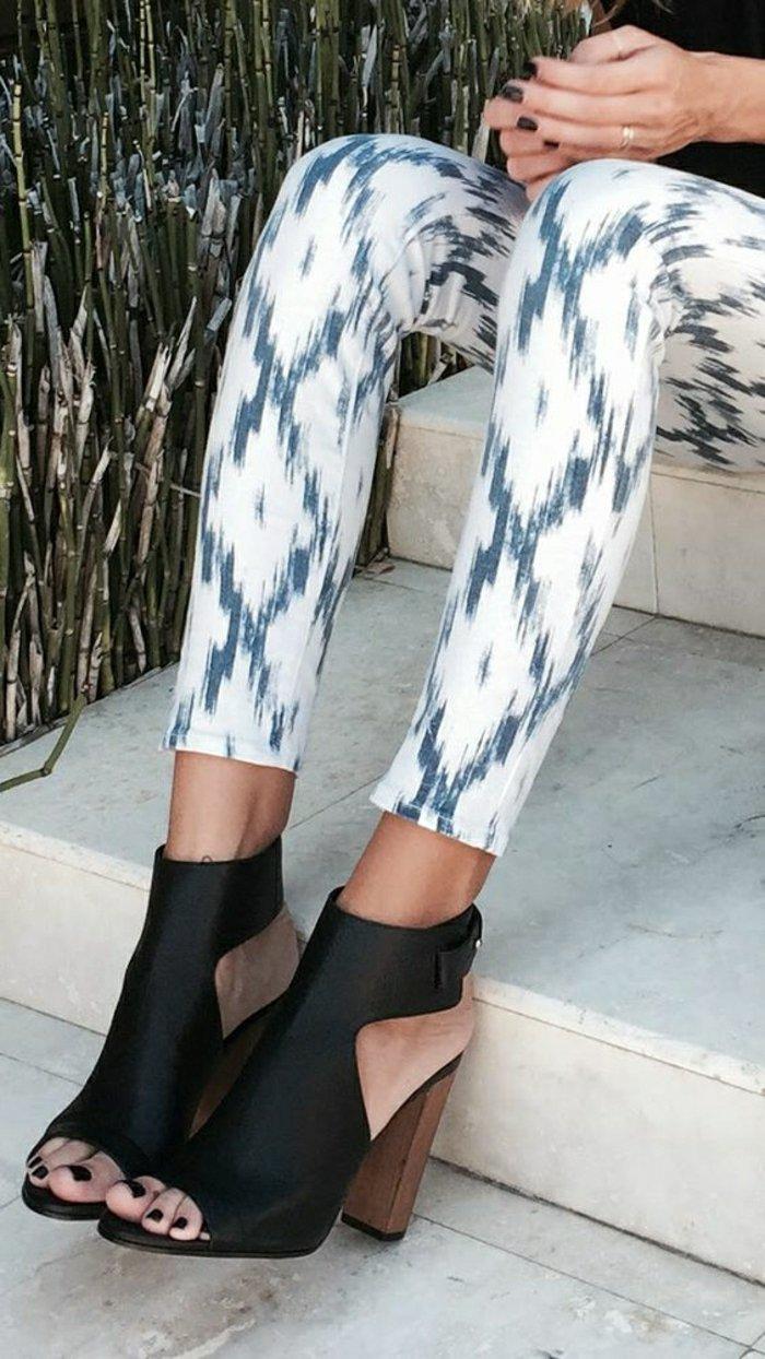 stilvolle-Damen-Sandalen-aus-schwarzem-Leder