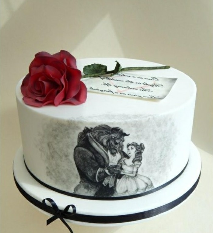 stilvolle-Torte-mit-Beauty-and-the-Beast-Motiven
