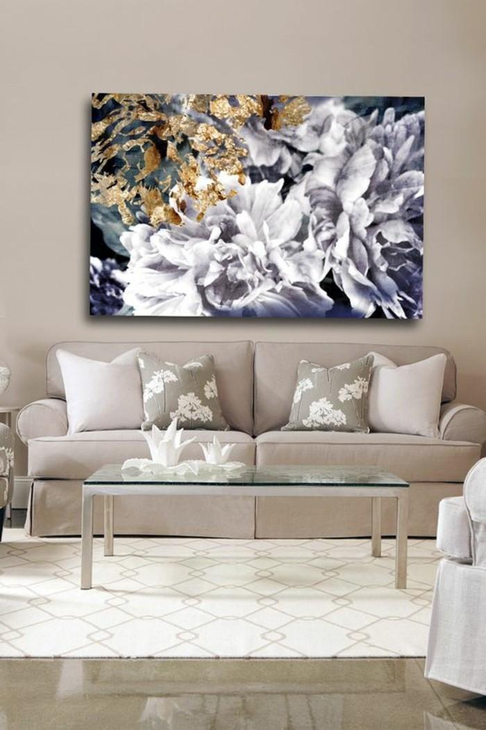 stilvolles-Wohnzimmer-Interieur-in-Pastellfarben-malerisches-Leinwandbild