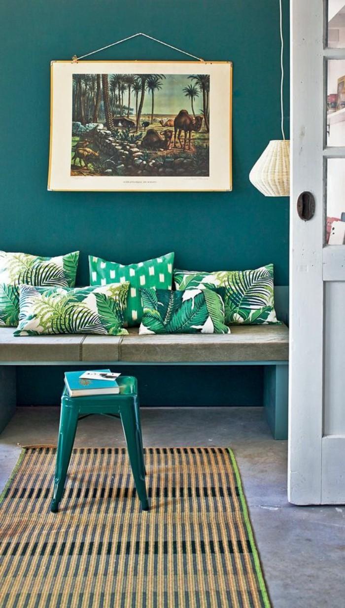 super-interessante-wohnzimmer-wandgestaltung-bild-an-der-grünen-wand
