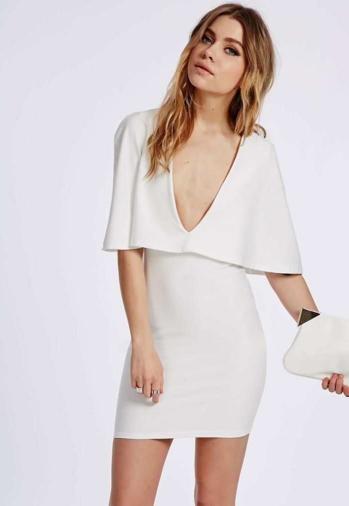 super-modernes-design-von-weißem-kleid-blonde-dame