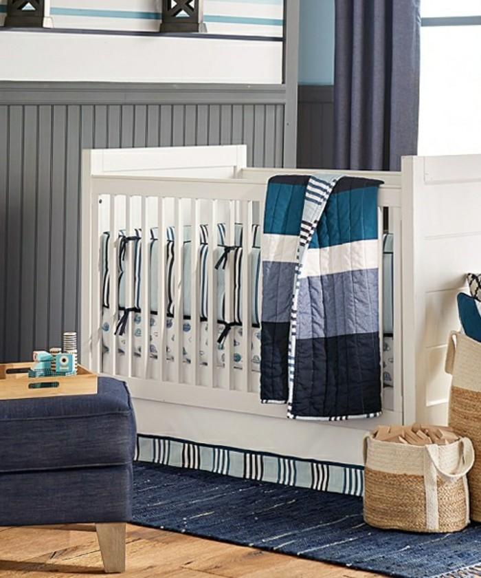 super-tolles-modell-babyzimmer-weiße-babybetten-graue-vorhänge