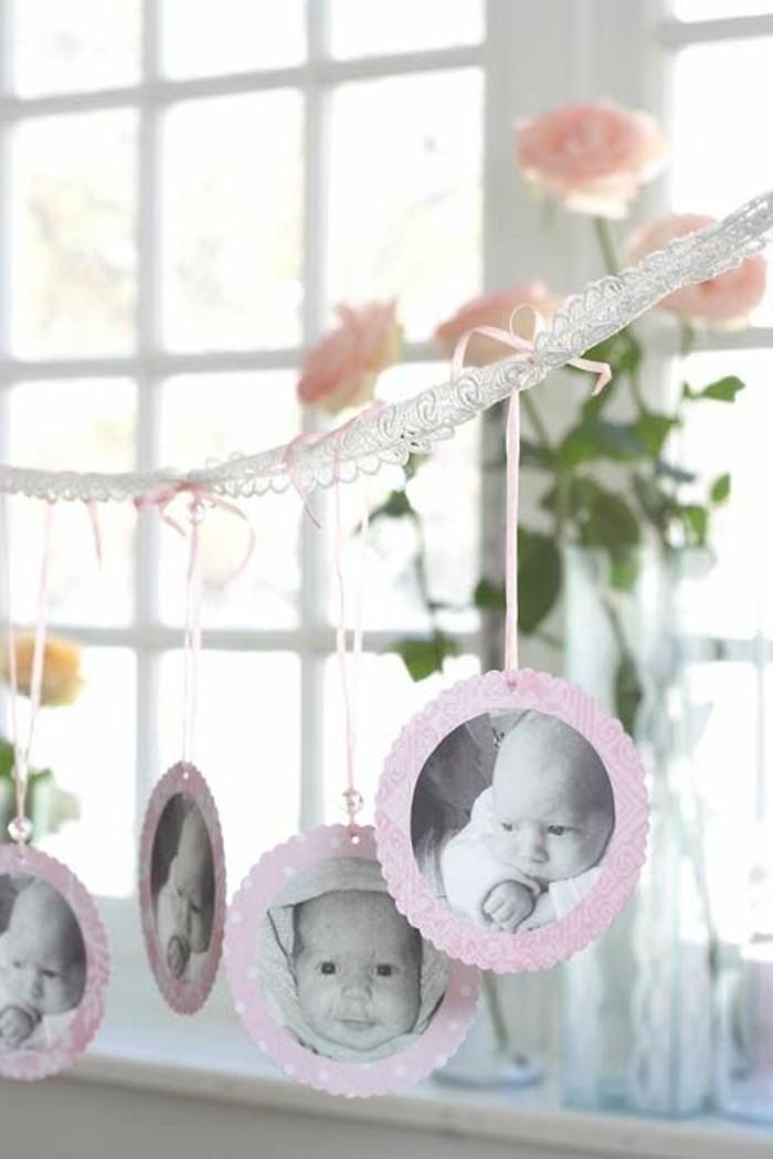 taufe-deko-hängende-bilder-von-baby-schöne-helle-blumen