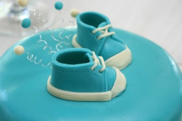 taufe-deko-wunderschöne-torte-blaue-schuhe