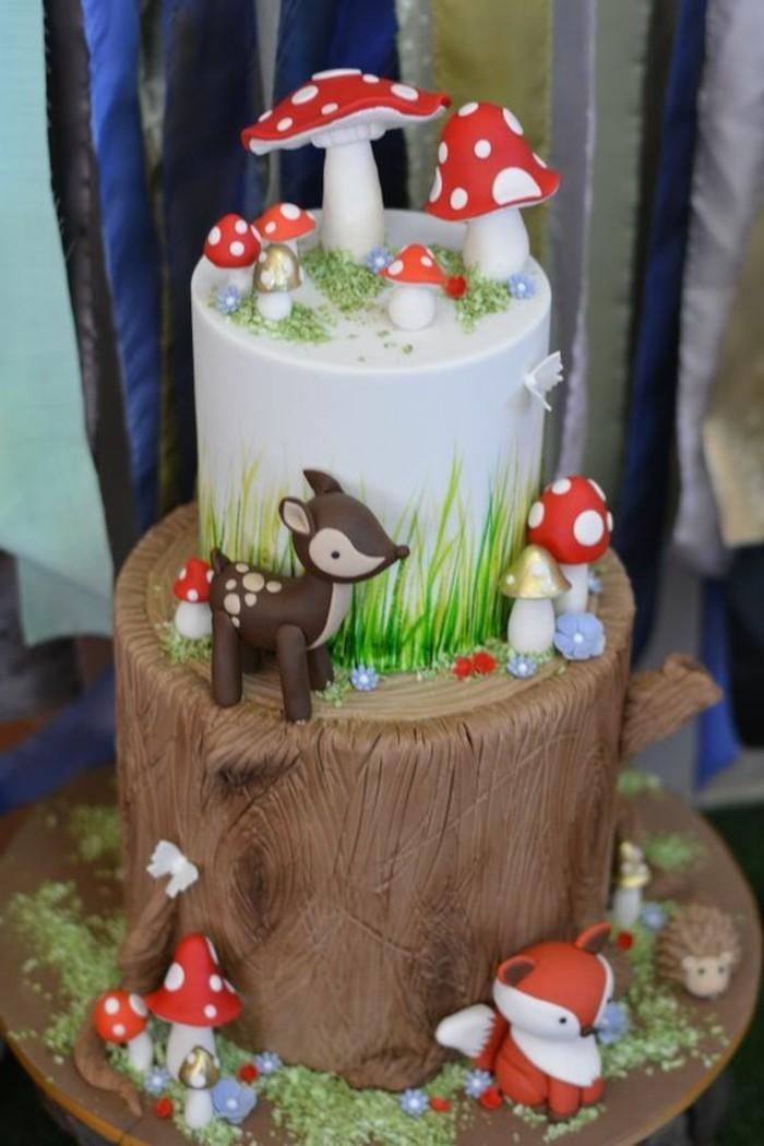 thematischer-Kuchen-für-Kindergeburtstag-Leben-im-Wald