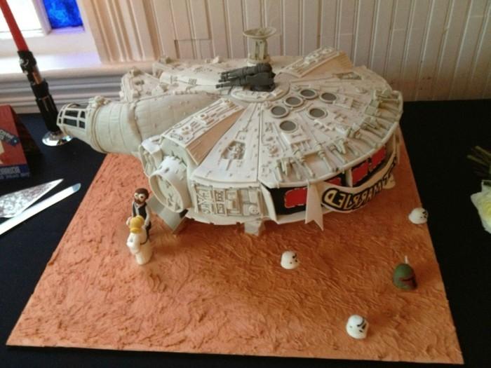 thematischer-Star-Wars-Kuchen-für-Kindergeburtstag