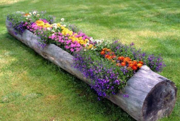 tolles-ambiente-viele-bunte-pflanzen-gartenideen-für-kleine-gärten