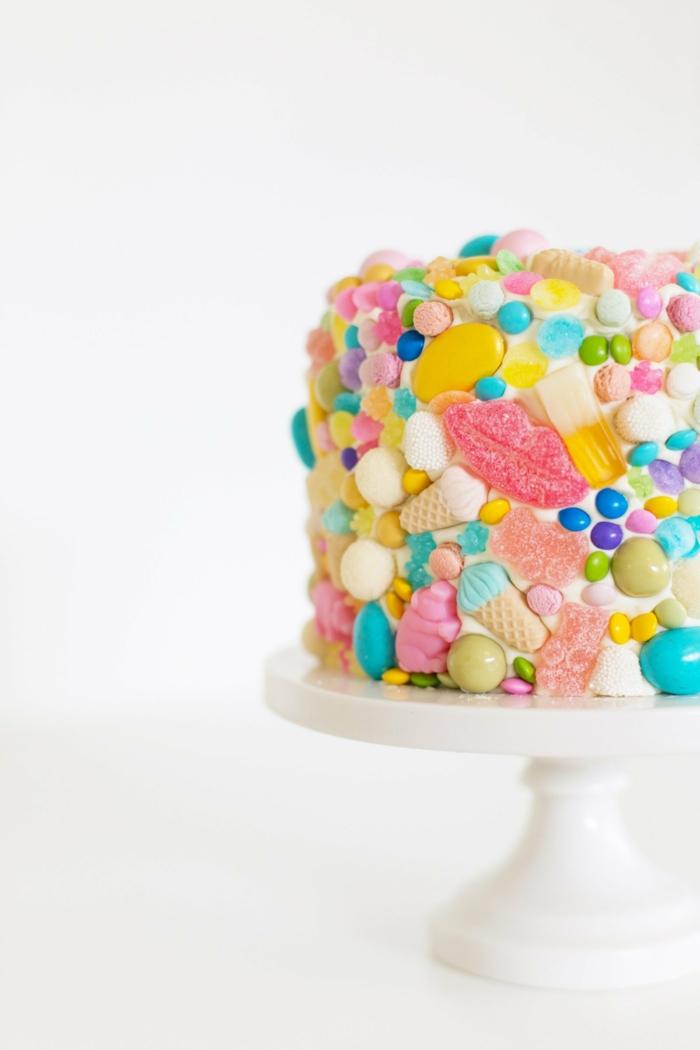 torte dekoriert mit bon bons kindergeburtstag einfache kuchenrezepte klassiche torte selber machen