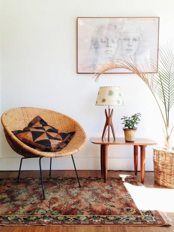 vintage-Wohnzimmer-Einrichtung-Rattanstuhl-mit-Sitzkissen
