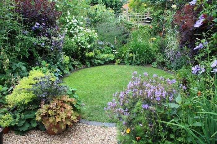 vorgarten-anlegen-gartengestaltung-ideen-grüne-umgebung-schöne-pflanzen