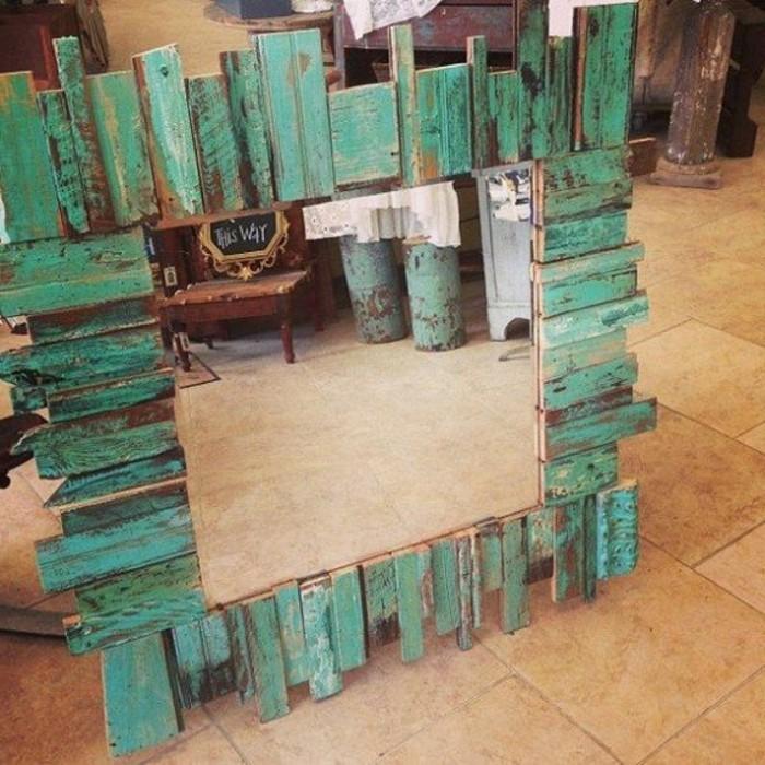 wanddekko-spiegel-in-grüner-Farbe-gestrichen