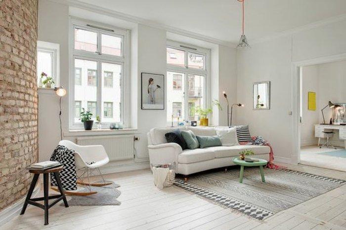 weißes-Interieur-wenige-praktische-Möbel