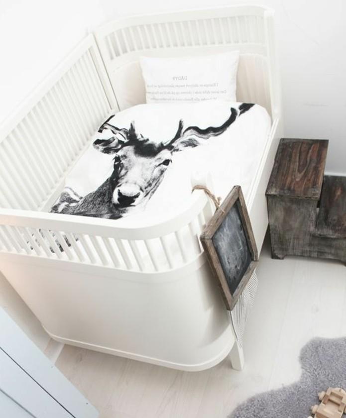 weißes-effektvolles-babyzimmer-gestalten-einmaliges-großes-modell-babybett