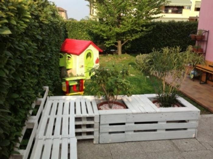 weißes-modell-sofa-aus-europaletten-super-gartenmöbel