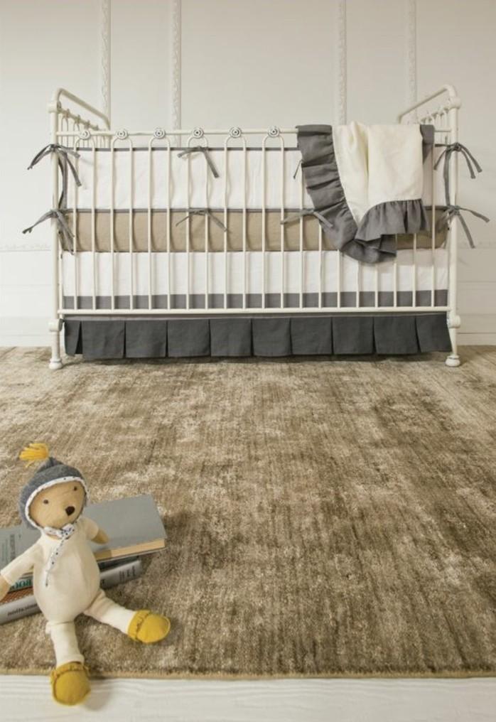 wunderschöne-interessante-babybetten-beige-farbe-attraktives-babyzimmer