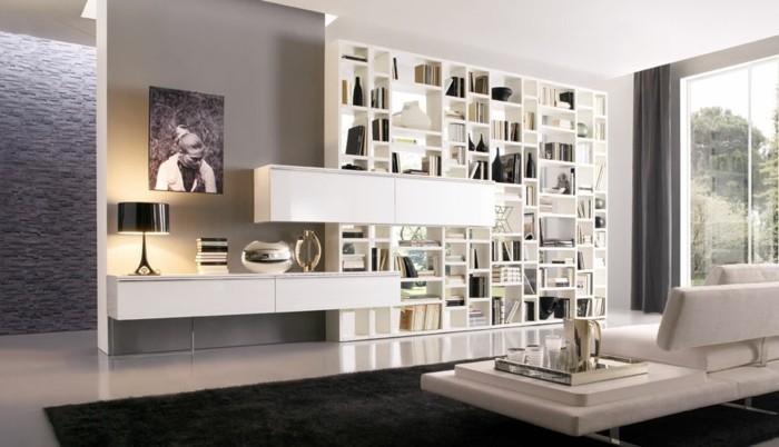 wunderschöne-weiße-regale-an-der-wand-interessante-wohnzimmer-wandgestaltung