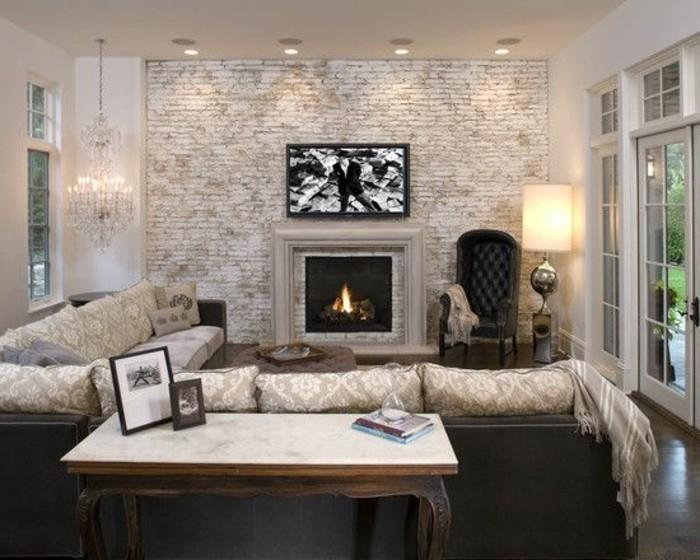 wunderschöne-wohnzimmer-wandgestaltung-kamin-und-bild-darüber