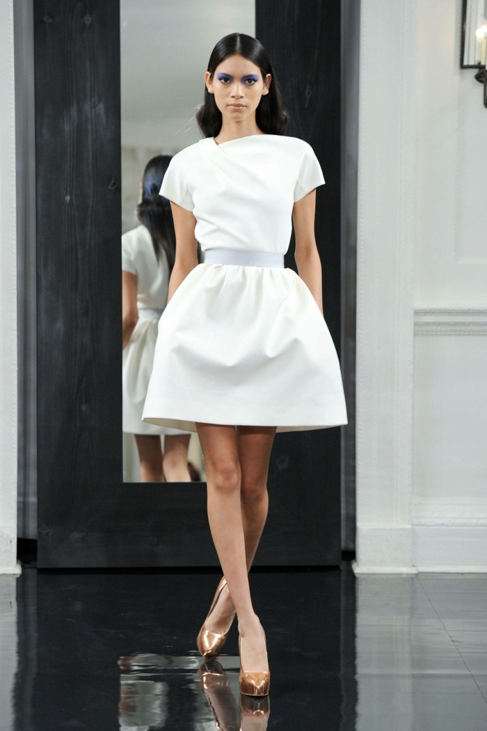 elegante interessante kleider in weißer farbe -modernes aussehen