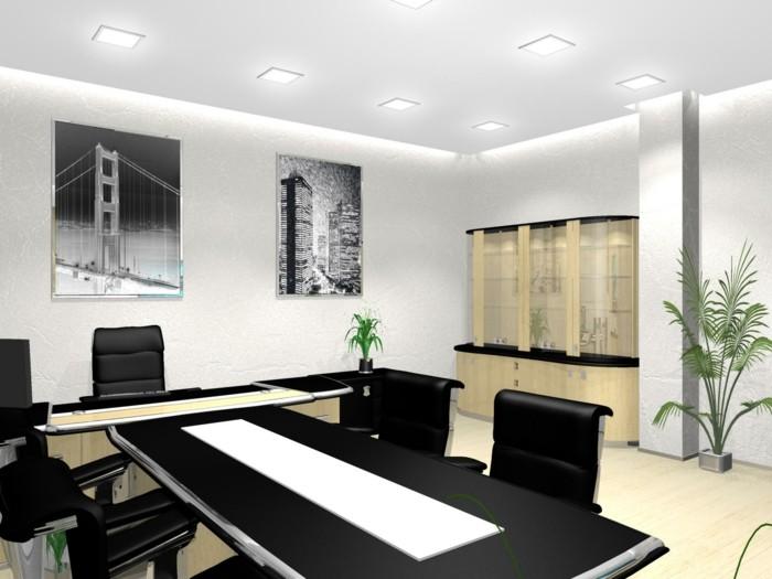 zwei-Büropflanzen-eine-kleine-blühende-und-eine-größere-grüne-Pflanze