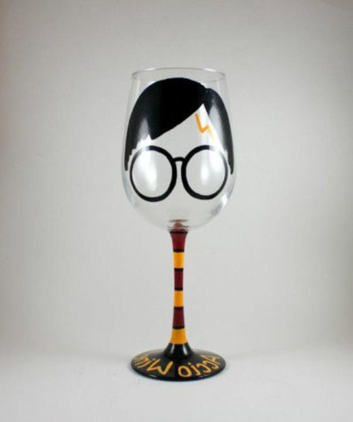 Ausgefallene-Geburtstagsgeschenke-ein-Harry-Potter-Weinglas