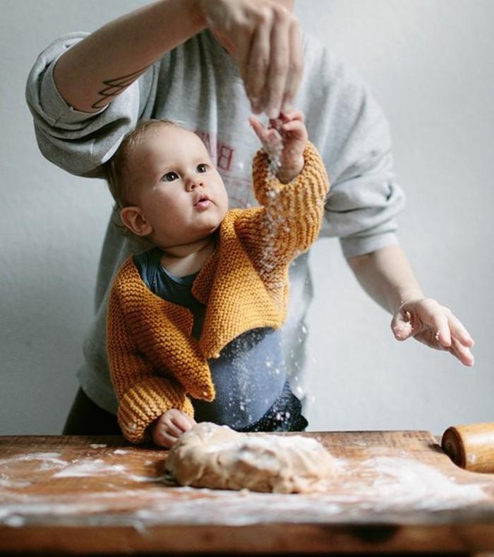 Backen-für-Kleinkinder-sie-sind-neugierig