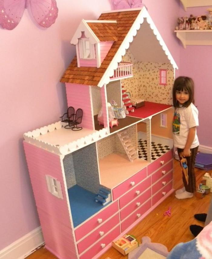 Barbie-Puppenhaus-ganz-in-rosa-Farbe
