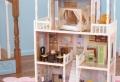 Puppenhaus – Spielzeug und Kunstwerk