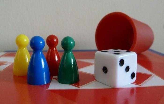 Beliebte-Brettspiele-Mensch-ärgere-dich-nicht