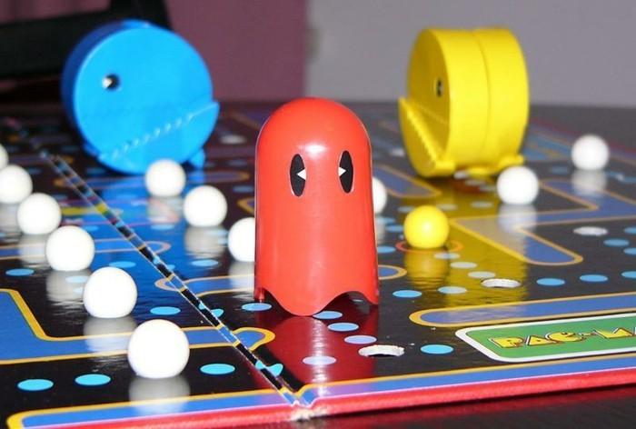 Brettspiel-mit-einem-roten-Gespenster