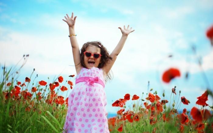 Coole-Kleidung-rosa-Kleid-im-Frühling-