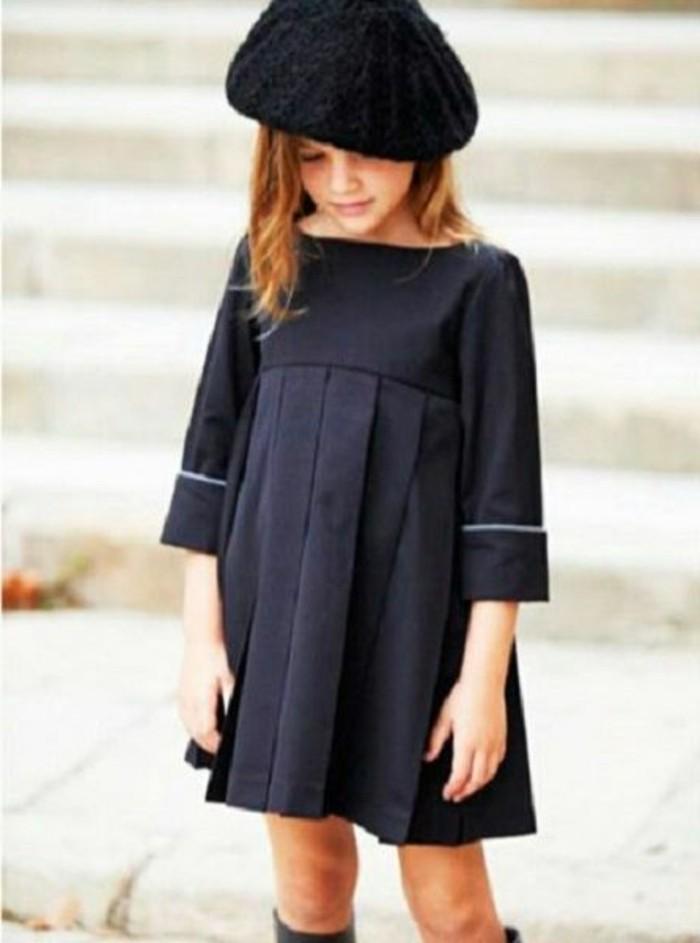 Exklusive-Kindermode-ein-schwarzes-Kleid-