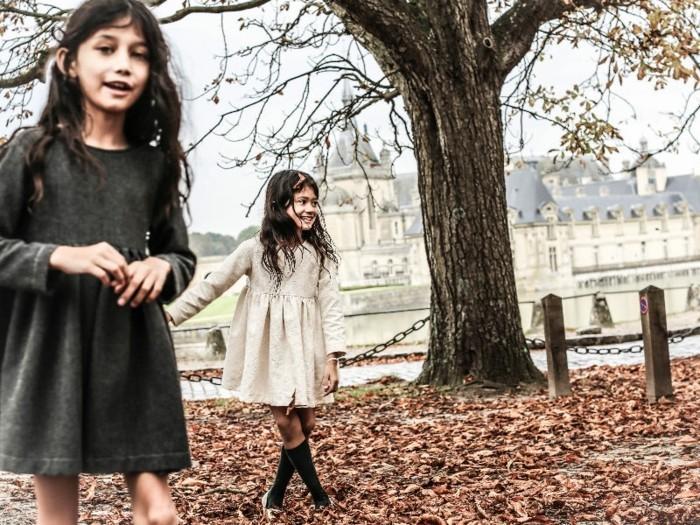 Exklusive-Kindermode-zwei-einfarbige-Kleider-