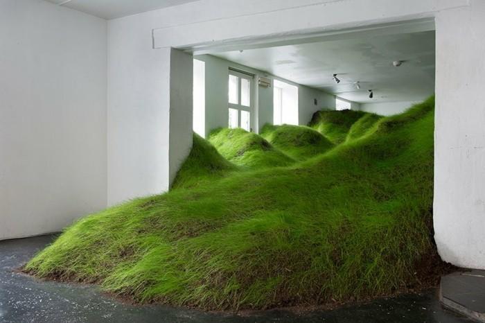 Galerie-für-Zeitgenössische-Kunst-mit-Gras-drinen