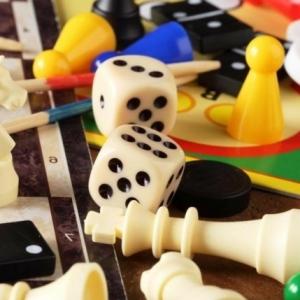Brettspiele - viel Spaß um den Tisch haben